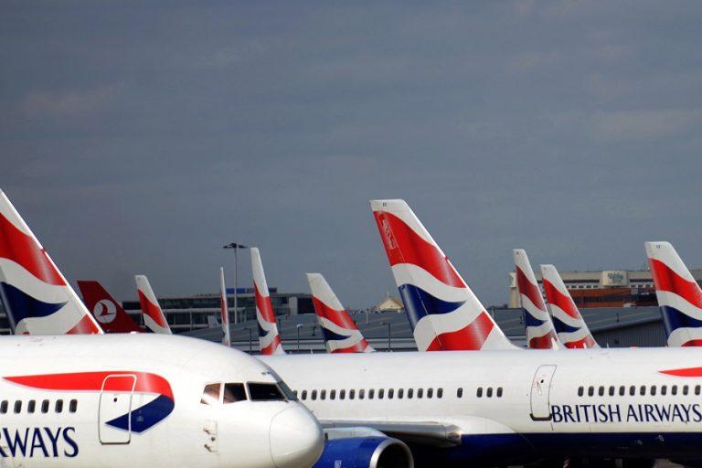 Έτοιμοι να ξεκινήσουν τα ταξίδια οι Βρετανοί- Γιατί αντιδρούν οι αεροπορικές