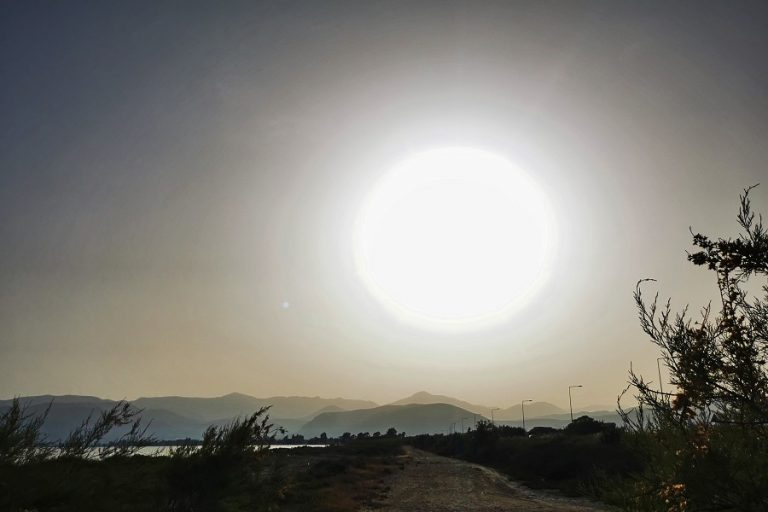 Στην Καλιφόρνια η υψηλότερη θερμοκρασία εδώ και πάνω από έναν αιώνα, στους 54,4 βαθμούς Κελσίου