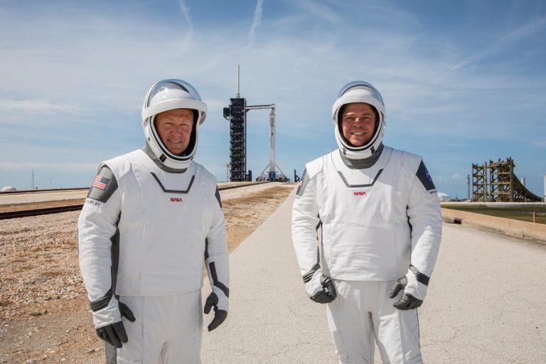Το Back in Black των AC/DC άκουγαν οι αστροναύτες πριν εκτοξευθούν με το Crew Dragon