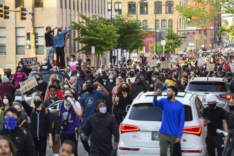 Φόβος για δεύτερο κύμα κορωνοϊού λόγω των μαζικών διαδηλώσεων στις ΗΠΑ