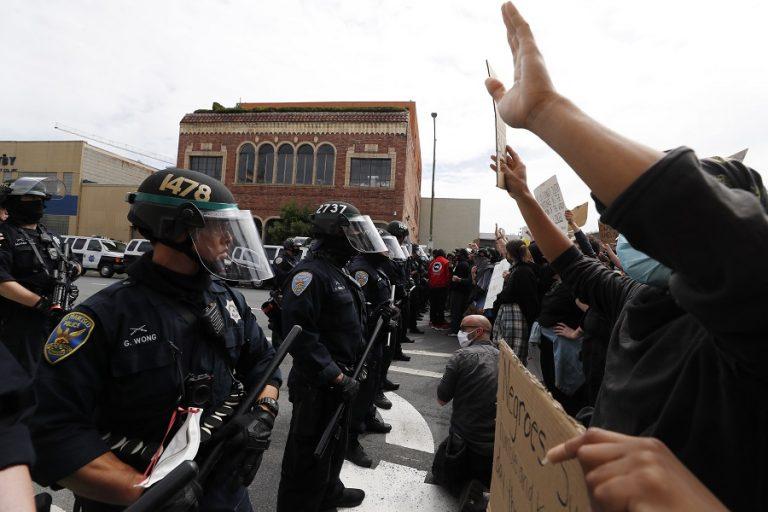Έκτη ημέρα διαδηλώσεων στις ΗΠΑ: Λεηλασίες, επεισόδια, απαγόρευση κυκλοφορίας