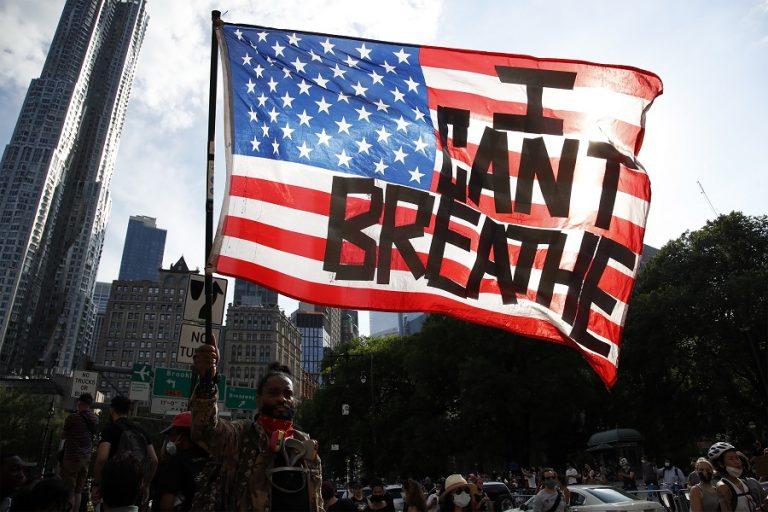 «I can't breathe»: Το κίνημα που ένωσε τον κόσμο κατά του ρατσισμού σε εικόνες