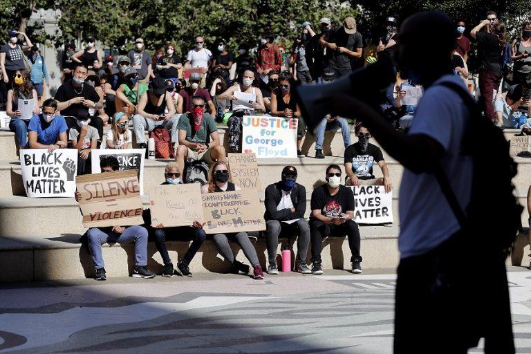 Για «υποκρισία» κατηγορεί το Χονγκ Κονγκ τις ΗΠΑ εν μέσω διαμαρτυριών για τη δολοφονία του Τζορτζ Φλόιντ