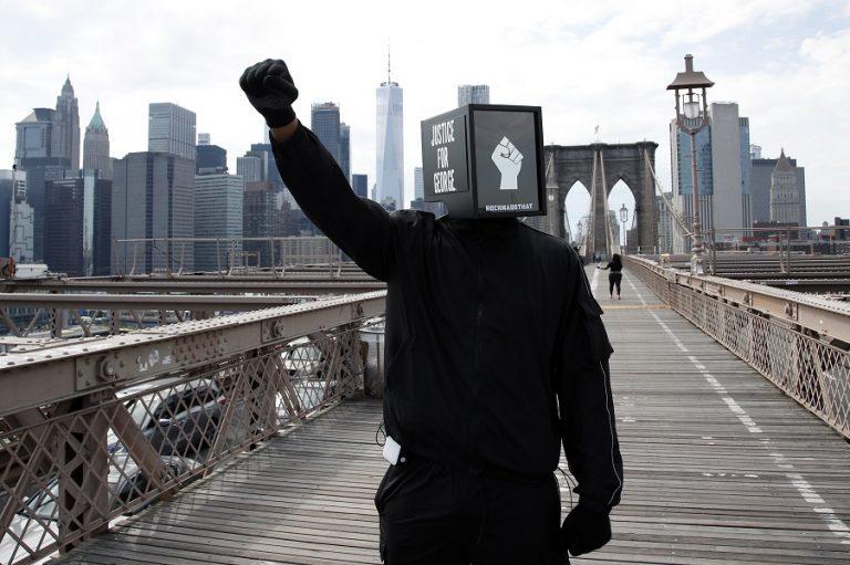 Φόρο τιμής στον Τζορτζ Φλόιντ αποτίνει ο Banksy με το τελευταίο έργο του