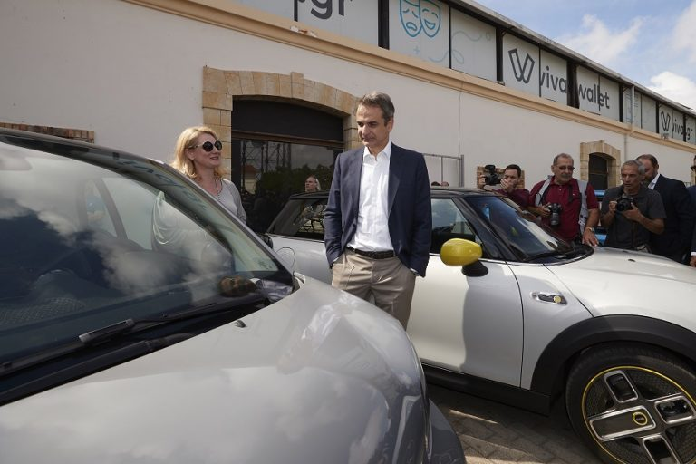 Μητσοτάκης:Επιδοτούμε με 100 εκατ. ευρώ για 18 μήνες την αγορά αυτοκινήτων νέου τύπου