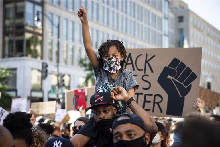Αφροαμερικανοί φωτορεπόρτερ καταγράφουν τις διαδηλώσεις σε πόλεις των ΗΠΑ