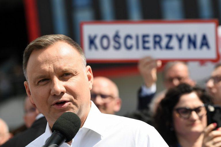 «Η προώθηση των δικαιωμάτων των ΛΟΑΤΚΙ είναι χειρότερη και από τον κομμουνισμό», λέει ο πρόεδρος της Πολωνίας