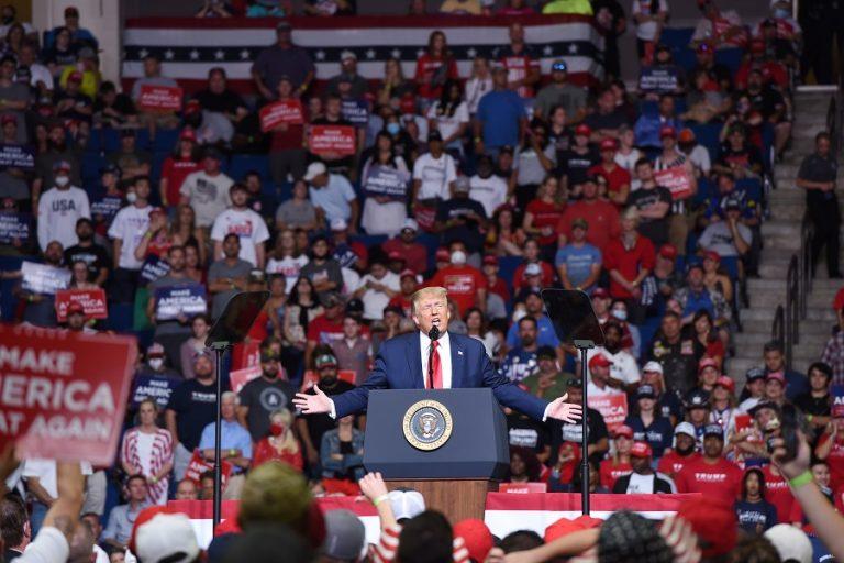 O Τραμπ ετοιμάζει μεγάλη συγκέντρωση παρά την έξαρση της πανδημίας στις ΗΠΑ