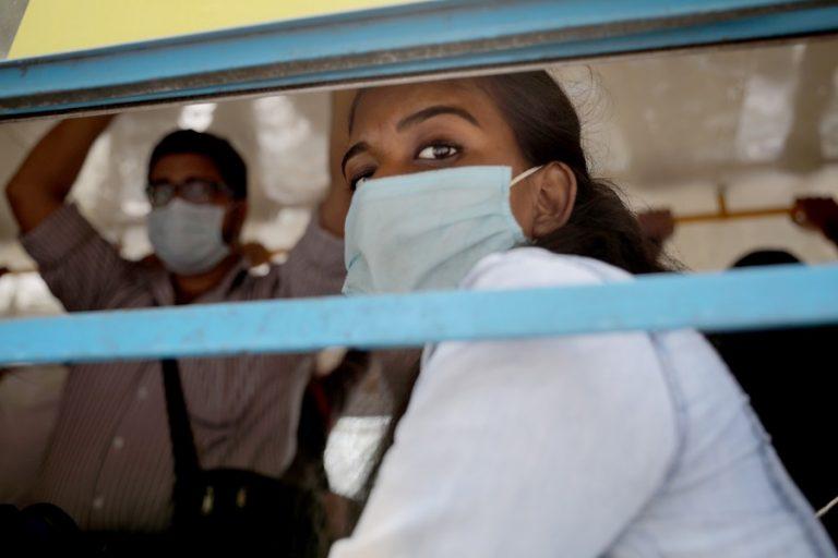 Παρών ο εφιάλτης του κορωνοϊού: Νέα θλιβερά ρεκόρ – Σχεδόν μισό εκατομμύριο οι θάνατοι