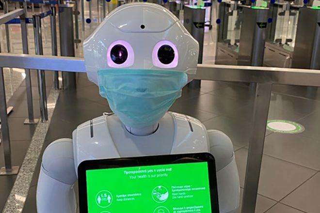 Ρομπότ ενημερώνουν το επιβατικό κοινό στο Ελ. Βενιζέλος για τον κορωνοϊό
