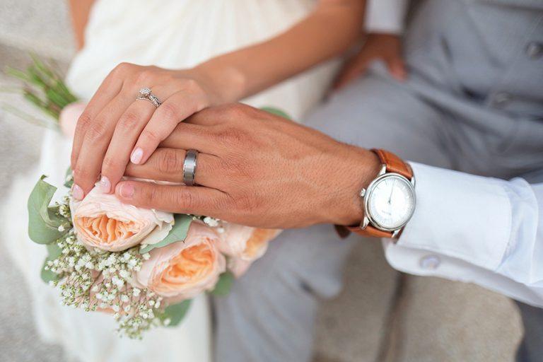 Ψηφιοποιούνται οι άδειες γάμου και βάφτισης