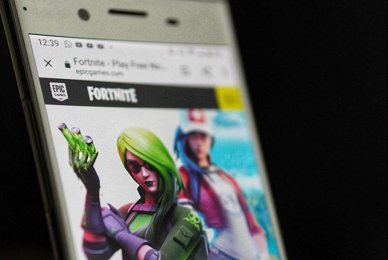 «Άγρια κόντρα» του Fortnite με Apple και Google λόγω απομάκρυνσης του παιχνιδιού από τα app stores τους