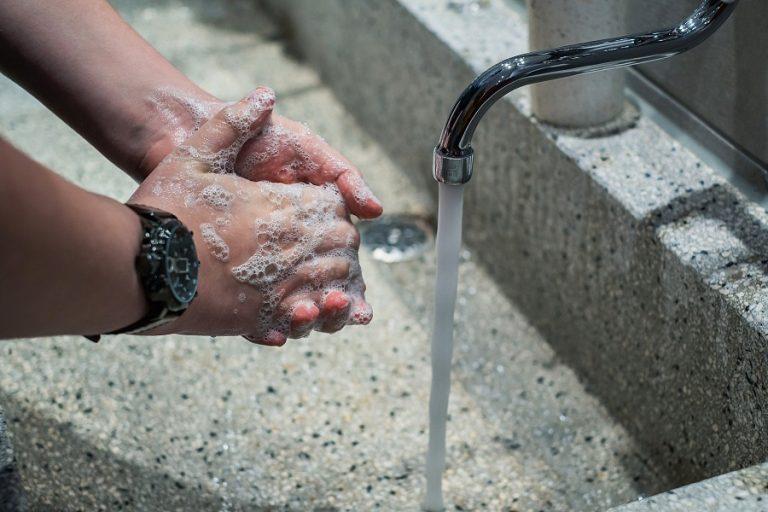 Τεχνητή νοημοσύνη made in Japan καταγράφει πόσο… καλά πλένουμε τα χέρια μας