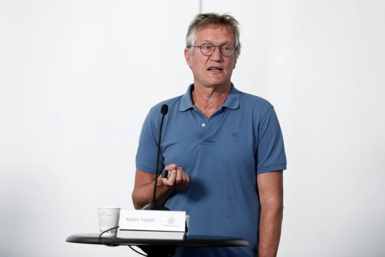 Αλλάζει στάση για τη χρήση μάσκας ο «αρχιτέκτονας» της στρατηγικής αντιμετώπισης του Covid-19 στη Σουηδία