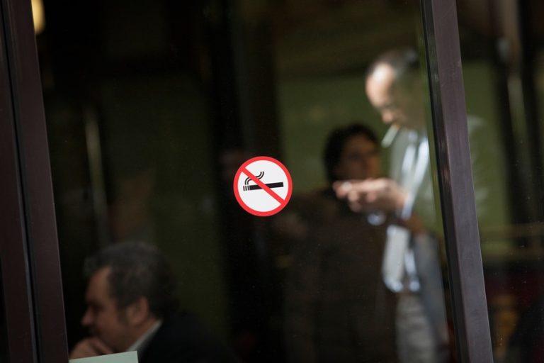 Πώς μπορεί να επιταχυνθεί η μείωση στις πωλήσεις τσιγάρων;