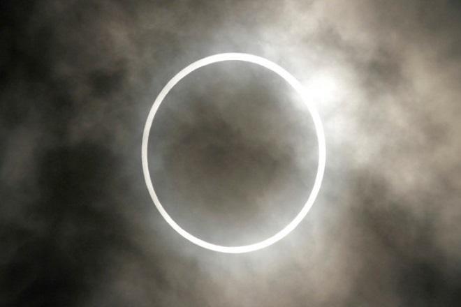 Δακτυλιοειδής έκλειψη Ηλίου την Κυριακή: Θα είναι ορατή και στην Ελλάδα ως μερική έκλειψη