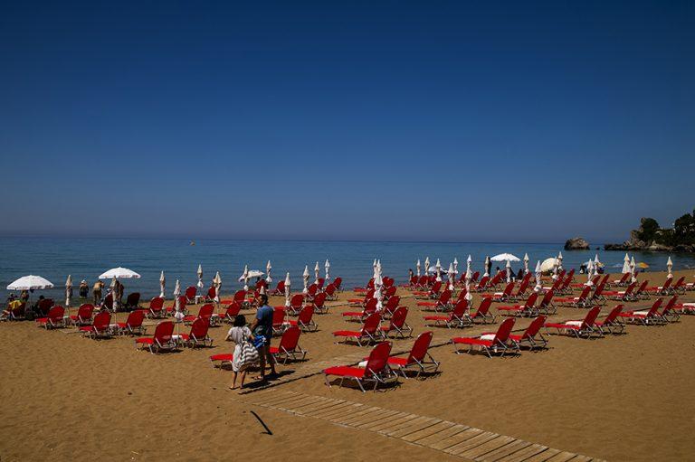 Παρατείνονται τα έκτακτα μέτρα για τις παραλίες ως το τέλος Ιουλίου