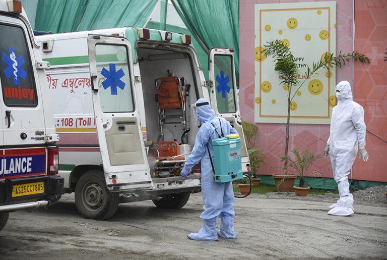 Αλλάζει «πρόσωπο» ο κορωνοϊός στην Ευρώπη: Επιβραδύνεται η πανδημία, αλλά αυξάνονται οι θάνατοι