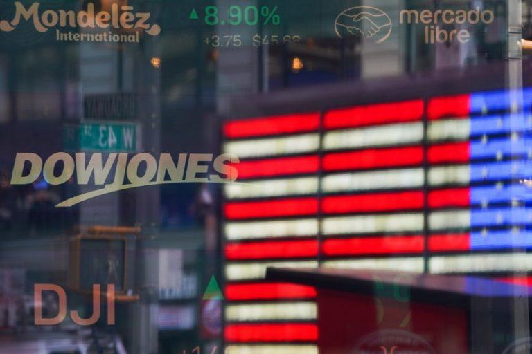 Στη «σκιά» του κορωνοϊού Dow Jones και S&P 500, ρεκόρ όμως για τον Nasdaq