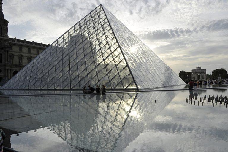 Το Λούβρο «ανοίγει τις πόρτες» του δωρεάν για ψηφιακούς επισκέπτες