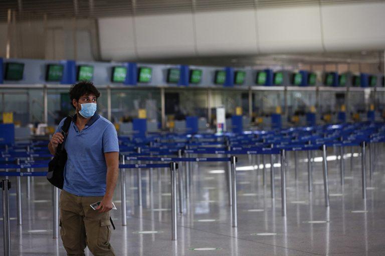 ΤτΕ: Χάθηκαν 20,8 εκατομμύρια τουρίστες το φετινό καλοκαίρι