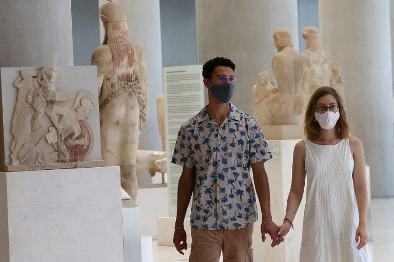 Καθημερινότητα για όλους η μάσκα: Όλες οι επιχειρήσεις που είναι υποχρεωτική η χρήση της