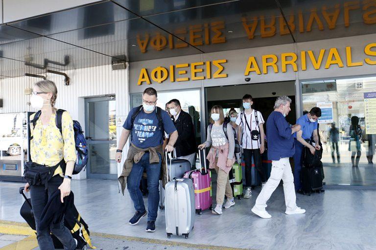 Στα τάρταρα η κίνηση στα ελληνικά αεροδρόμια- Μειώθηκαν κατά 93% οι επιβάτες σε σχέση με το 2019