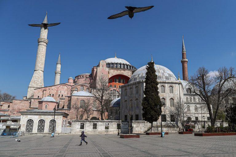Αγιά Σοφιά: Πόσα χρήματα χάνει το χρόνο η Τουρκία από το «καπρίτσιο» του Ερντογάν