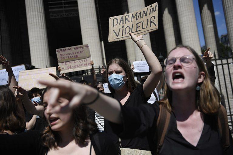 Πολιτικός σεισμός στη Γαλλία: Δύο υπουργοί κατηγορούνται για σεξουαλικά αδικήματα