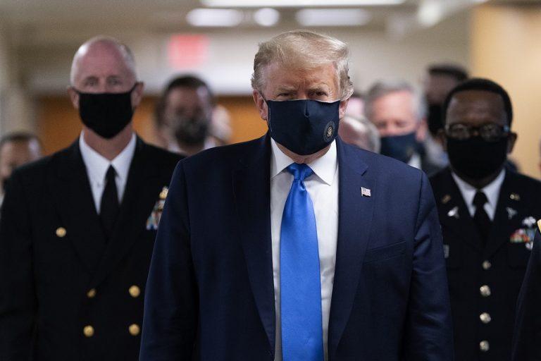 Ο Τραμπ υπέγραψε σχέδιο νόμου που αποτρέπει προσωρινά τον κίνδυνο shutdown