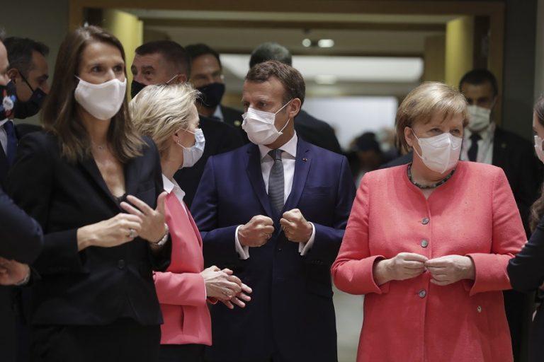 «Να μην συμπεριφερόμαστε σαν να έχει τελειώσει η πανδημία», ζήτησαν Μέρκελ και Μακρόν