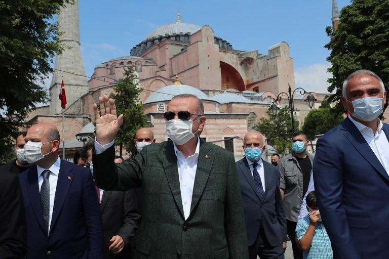 Guardian: «Ο Ερντογάν είναι νταής και απειλητικός. Η ΕΕ το αγνοεί αυτό με δικό της ρίσκο»