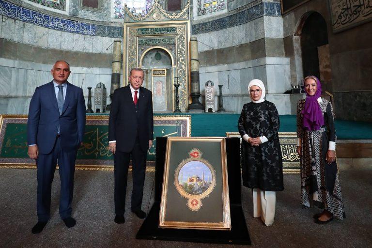 Ιστορική πρόκληση από τον Ερντογάν: Διάβασε στίχους από το Κοράνι στην Αγία Σοφία