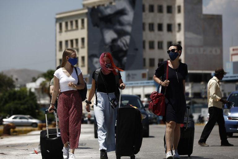 DW: Ο κορωνοϊός πάει την Ελλάδα πολύ πίσω- Πολλά θα εξαρτηθούν από τον τουρισμό