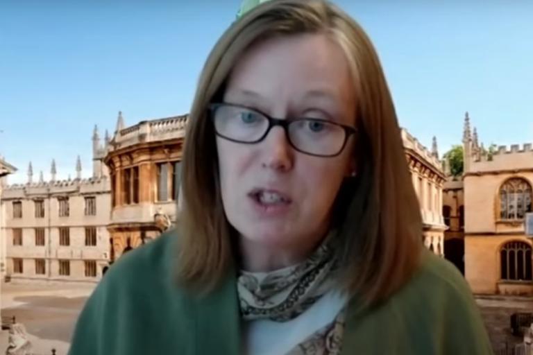 Ποια είναι η Σάρα Γκίλμπερτ από το Πανεπιστήμιο της Οξφόρδης που θέλει να νικήσει τον κορωνοϊό