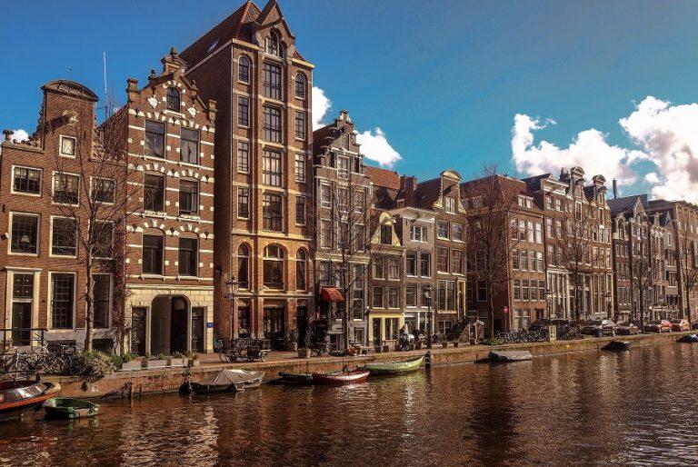 Το Αμστερνταμ καταργεί τη μάσκα σε δημόσιους χώρους με συνωστισμό