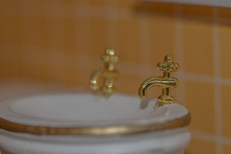 Με χρυσές… λεκάνες και μπανιέρες προσελκύει πελάτες ένα πεντάστερο ξενοδοχείο στο Ανόι (Βίντεο)