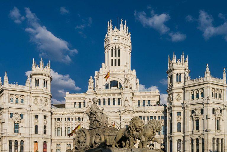 «Ανοίγει» από 7 Ιουνίου για όλους τους εμβολιασμένους πολίτες η Ισπανία