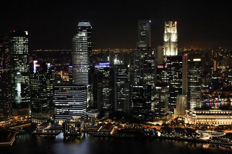 Γιατί ο κορωνοϊός έστειλε τους πλούσιους στη Σιγκαπούρη;