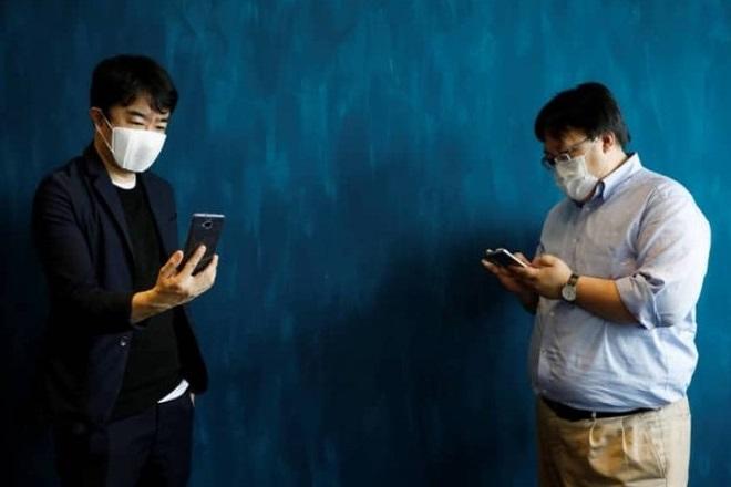 C-FACE: Έξυπνη μάσκα κατά του κορωνοϊού μπορεί να μεταφράσει την ομιλία σε οκτώ γλώσσες