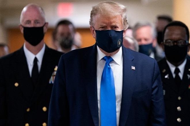 Ο Ντόναλντ Τραμπ φόρεσε για πρώτη φορά μάσκα δημόσια