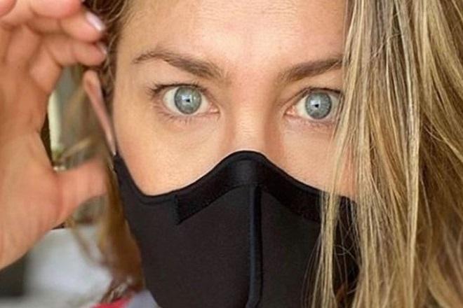 Ξεσπάθωσε η Τζένιερ Άνιστον: «Φοράτε μάσκα!»