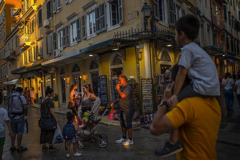 Βαριά πρόστιμα και συλλήψεις στην Κέρκυρα για παραβίαση των περιοριστικών μέτρων