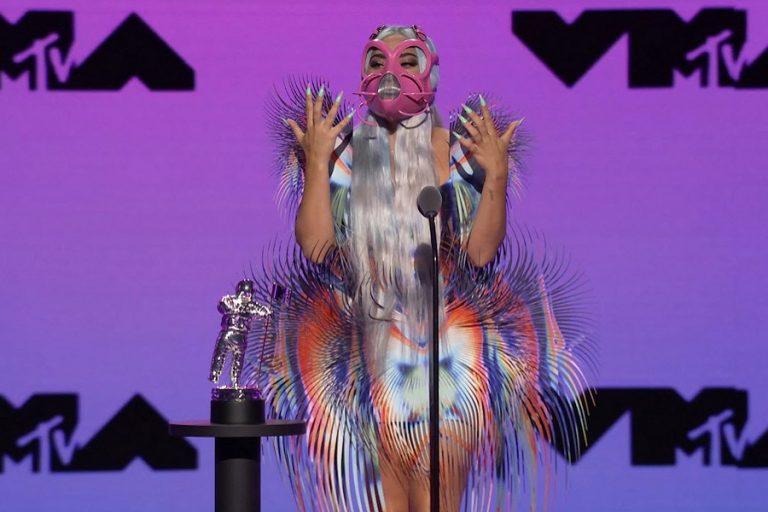 Το «βραβείο» της πιο εκκεντρικής εμφάνισης στα VMA ανήκει δικαιωματικά στη Lady Gaga