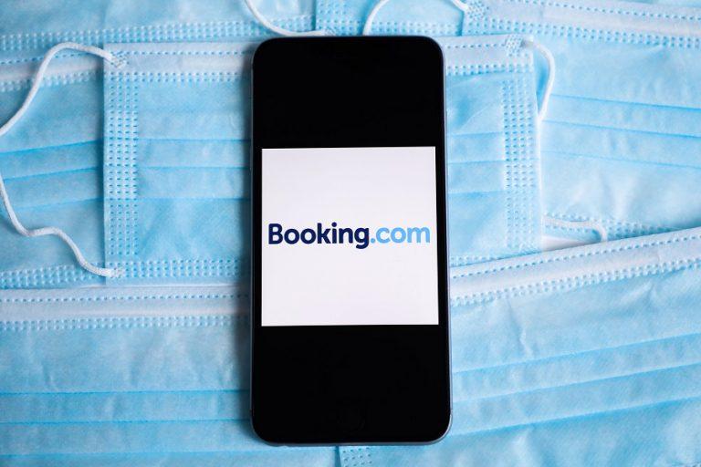 Σε μαζικές απολύσεις προχωρά η Booking.com