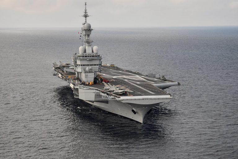 Γαλλικά ΜΜΕ: Σύντομα στη Μεσόγειο το αεροπλανοφόρο Charles de Gaulle σε «ετοιμότητα μάχης»