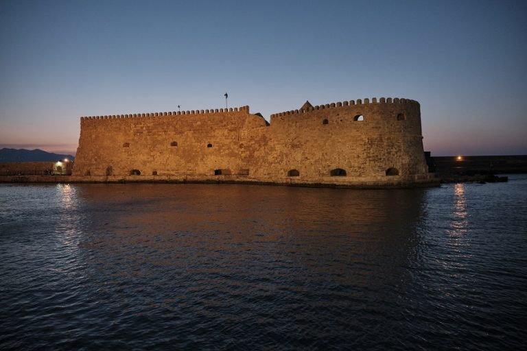 Έκρηξη σε πλοίο στο λιμάνι του Ηρακλείου- Τέσσερις τραυματίες