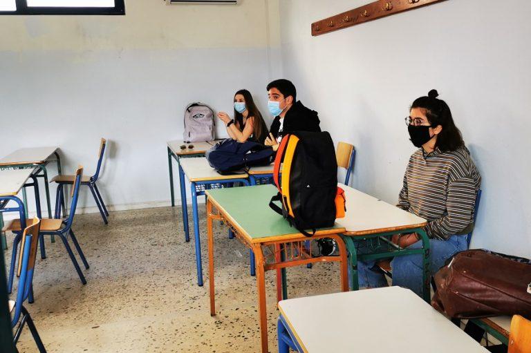 ΚΥΑ: Εκτός της αίθουσας οι μαθητές χωρίς μάσκα