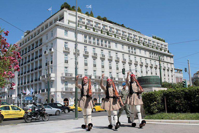 Πρωτοφανής πτώση 49,2% στην πληρότητα των ξενοδοχείων της Αθήνας λόγω Covid-19