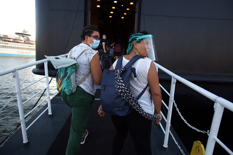 Τα μέτρα κατά του κορωνοϊού που ισχύουν από σήμερα- «Κλειδί» για την ανάσχεση της διασποράς η χρήση μάσκας